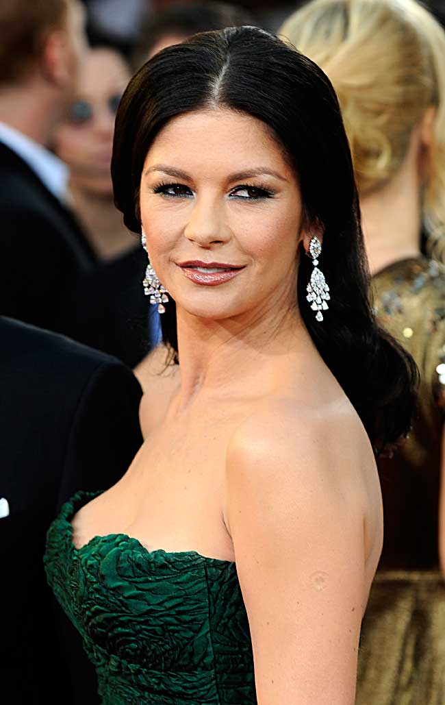 Golden Globes Catherine Zeta Jones. Unfurling a jeweled artistry