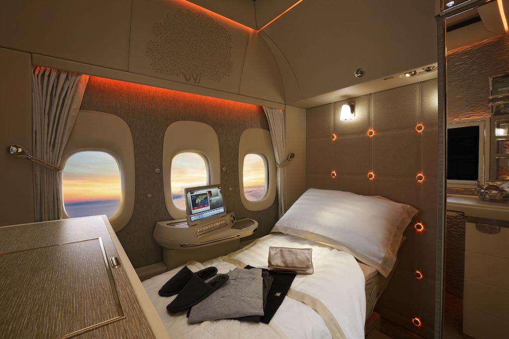 Джереми Кларксон сравнил новые каюты первого класса авиакомпании Emirates с салоном премиум-автомобиля Mercedes-Benz S-Class [видео]