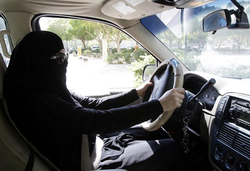 Монарх Саудовской Аравии позволил женщинам усаживаться заруль