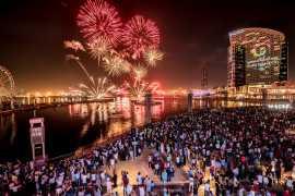迪拜节日城商场举办为期两天的烟火秀庆祝阿联酋国庆节