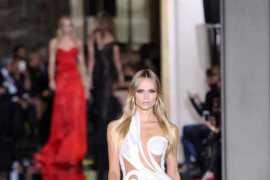 Atelier Versace:解构曲线之美