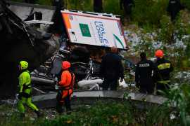Genoa bridge collapse: 'at least' 35 dead (Video)