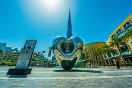 Huge version of 'LOVE ME' heart sculpture unveiled in Downtown Dubai (Video)
