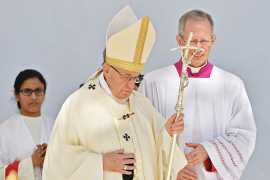 Pope Francis: 'Go in peace, glorifying the Lord by your life' (Video)